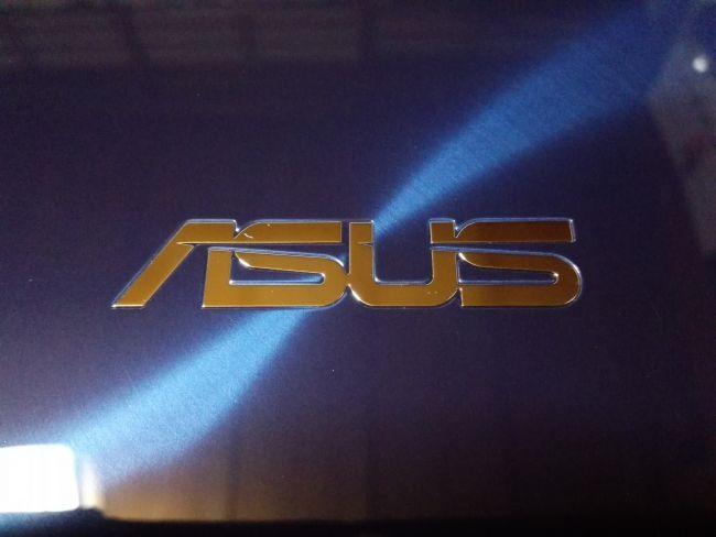 ASUS ZenBook 14 UX430UA-8250,エンブレム